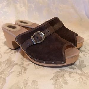 UGG Katherine Heeled Clogs Slides Brown Suede Peep